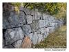 Stenmuren som omgärdar Skogskyrkogården
